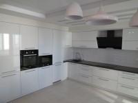 Кухня фасады пластик белый+черная столешница