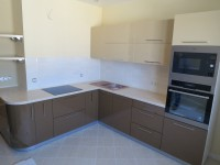 Кухня фасады пластик белый-коричневый угол
